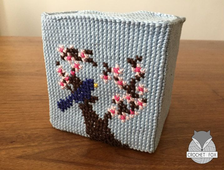 Crocheted Tissue Box Cover http://www.crochetfox.com/en/