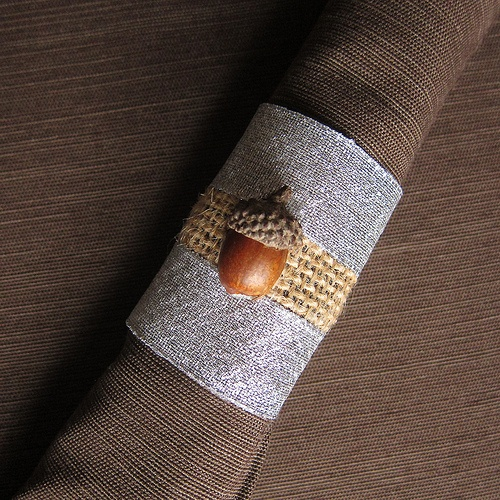 Burlap, ribbon and acorn napkin rings | For the table ...