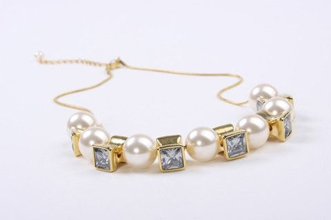 Boho Pearl Pendant Gold – Jewel Online10mm Chunky Acrylic Lustre Pearls with square crystal look beads suspended on a fine cobra chain. 18 Carat gold electroplated over brass.  $129.90