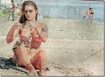 Desnudo de conejita Playboy casi la pone tras las rejas - http://www.leanoticias.com/2012/11/02/desnudo-de-conejita-playboy-casi-la-pone-tras-las-rejas/
