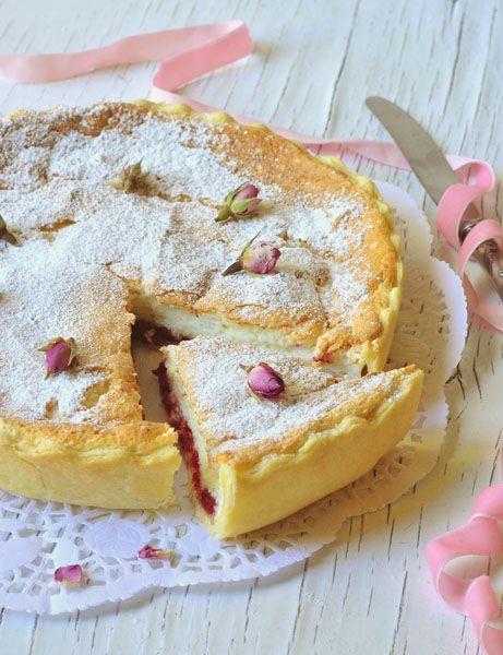 Пирог с творожным суфле и малиной