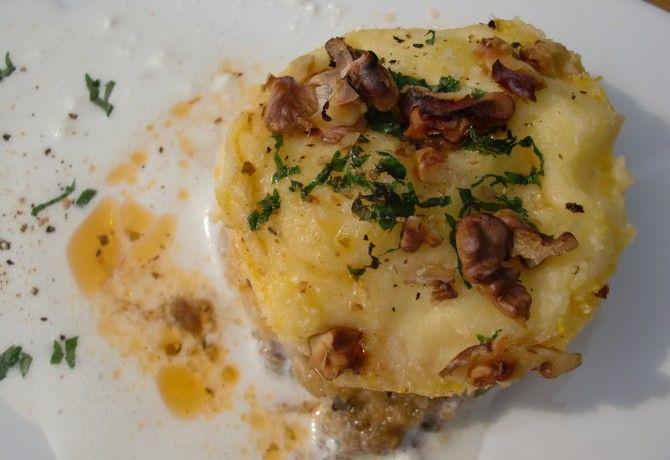 Hagymás krumplipüré krémsajt szósszal