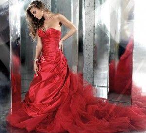 La nostra selezione di abiti da sposa colorati di Alessandro Couture