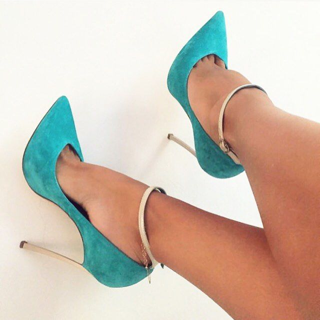Ahhh the color of these heels are fffffantastic!