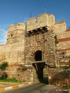 burada istanbul var: İstanbul'un Surları ve Sur Kapıları