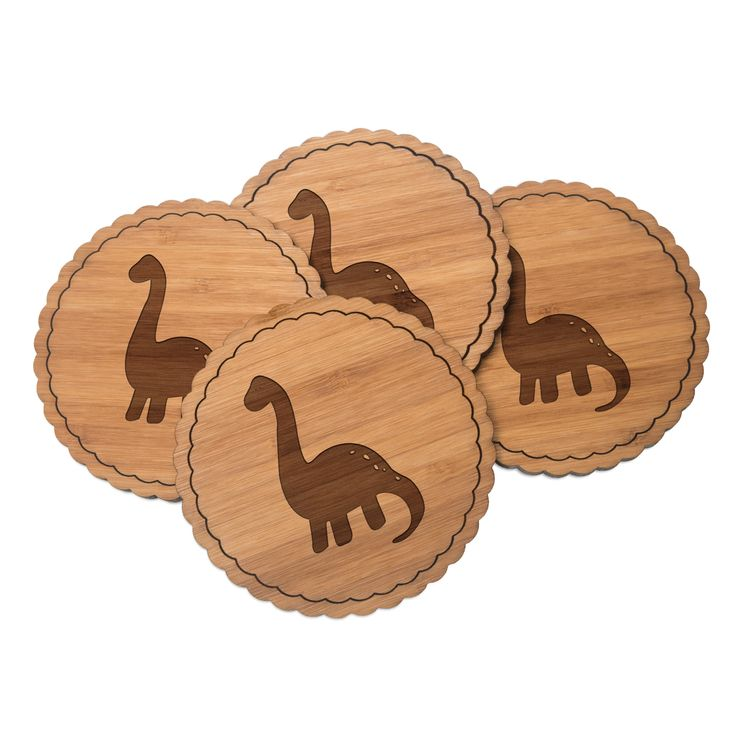 4er Set Untersetzer Rundwelle Dinosaurier Langhals aus Bambus  Natur - Das Original von Mr. & Mrs. Panda.  Diese runden Untersetzer als 4er Set mit einer wunderschönen Wellenform sind ein besonderes Highlight auf jedem Esstisch. Jeder Gläser Untersetzer wurde mit viel Liebe handgefertigt und alle unsere Motive sind mit besonders viel Hingabe von unserer Designerin gestaltet worden. Im Set sind jeweils 4 Untersetzer enthalten.    Über unser Motiv Dinosaurier Langhals  Langhalsdinosaurier…