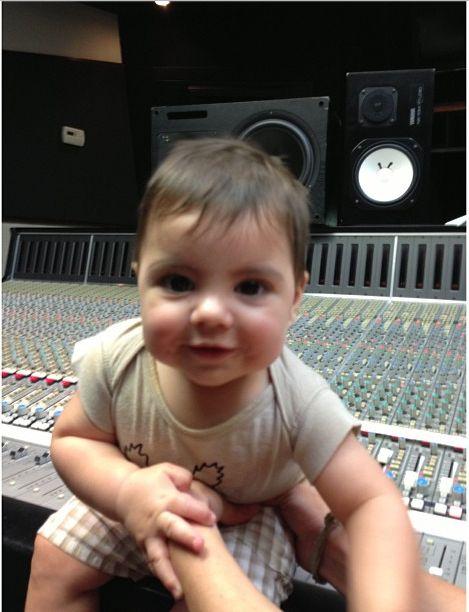 Shakira, Piqué y Milan | Mira como ha crecido el hijo de Shakira - Yahoo! OMG! En Español