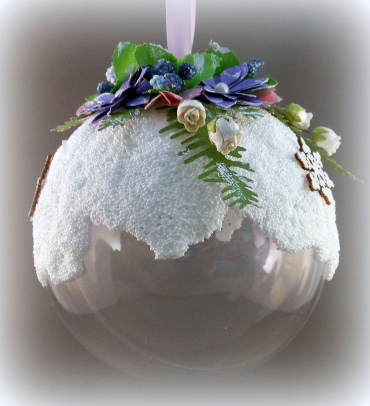 Transparent ball with snow (white CraftEmotions foamball clay). Created by Nicole Dieltjes van Poppel