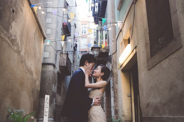 The most adorable couple in the streets of Born. Barcelona is one of the greatest destinations for engagements, elopements, weddings and honeymoons