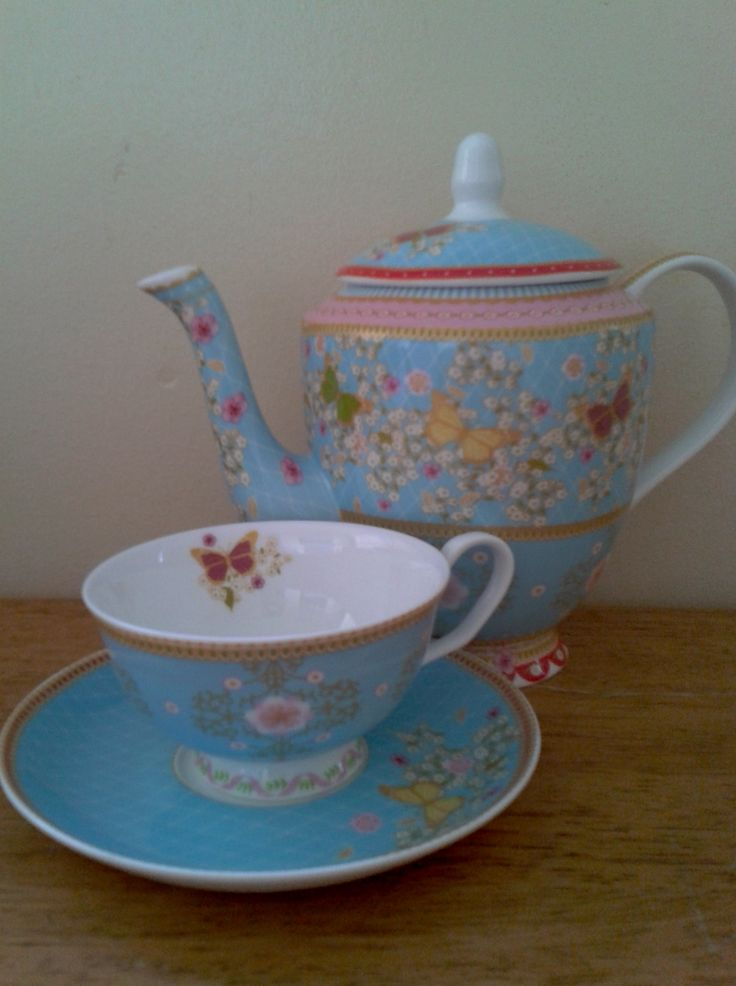 Maxwells and Williams - Cashimire (blue) Teapot, cup and saucer.