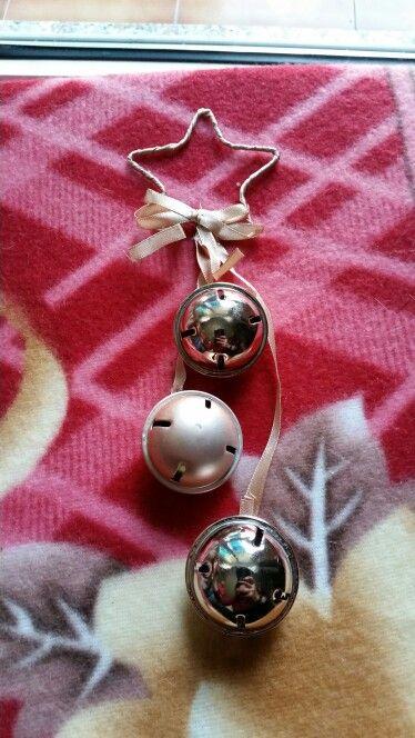 Decorazione con campanelli, sul rosa. € 2,00 cad