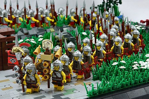 Roman Legionnaires galore!  I always love seeing large battles in Minifigure scale, because they look amazing!