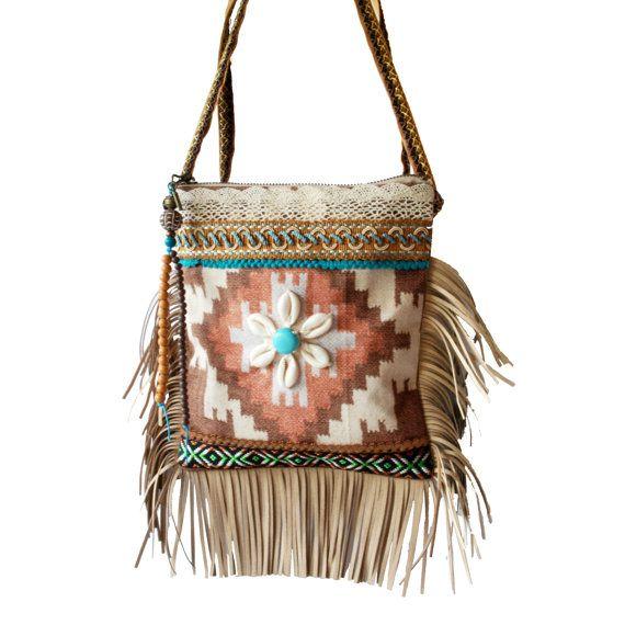 Klein schoudertasje met franje Navajo stijl, klein Indianen tasje bruin turquoise met schelpen, handgemaakte tasje met rits, one of a kind
