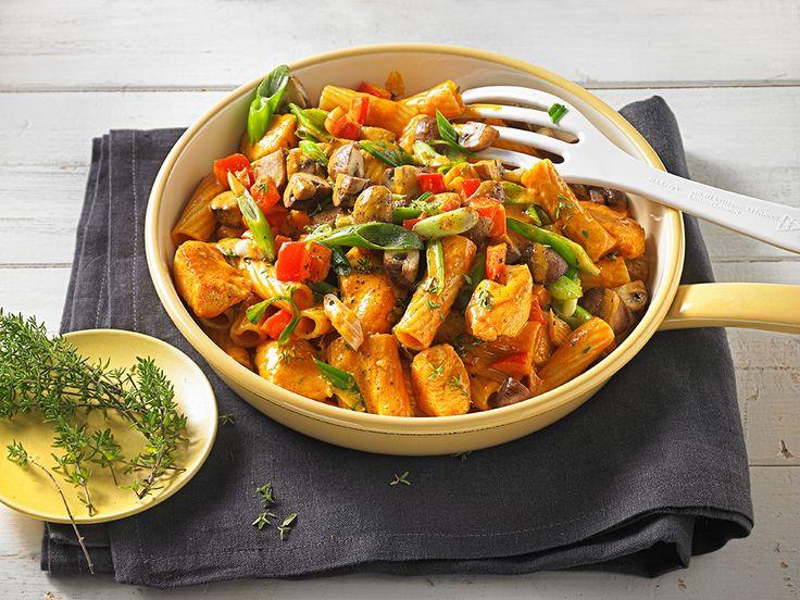 Hähnchen-Nudelpfanne mit Curry