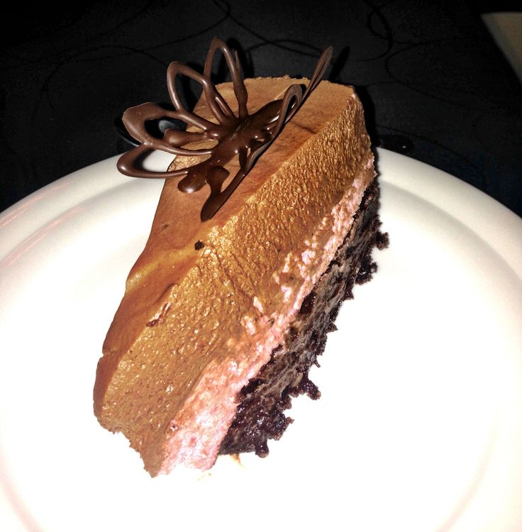 Nytårs desserten. Brownie med et lag hindbærmousse  og toppet med chokolademousse