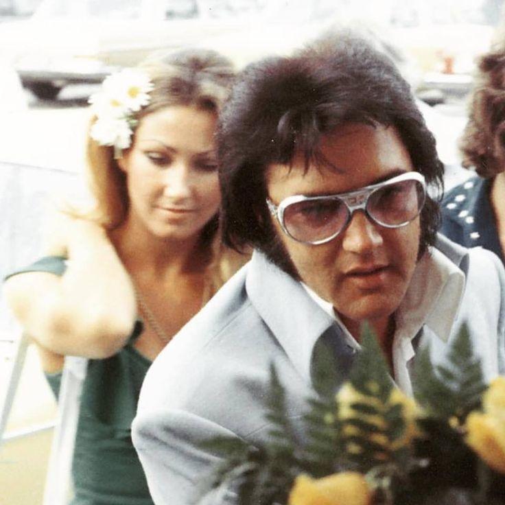 Elvis w/ Linda Thompson
