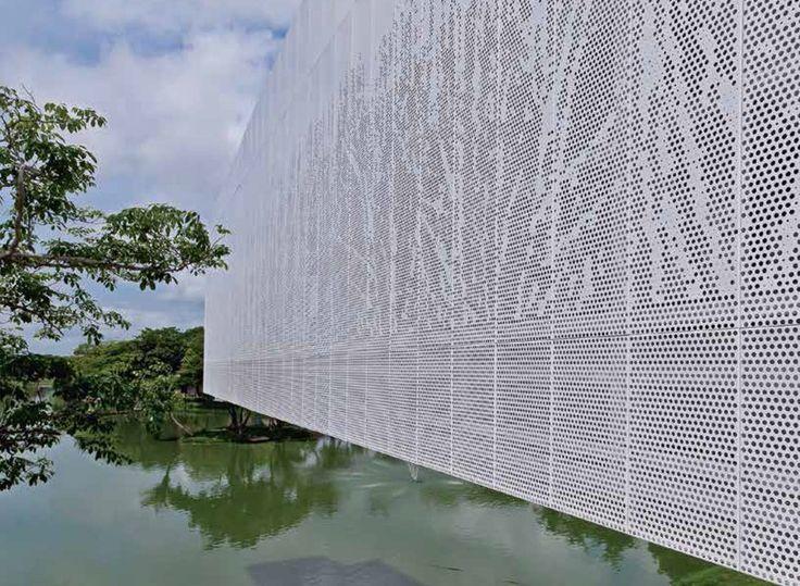 ScreenPanel, de Hunter Douglas, es un producto de una sola piel que permite revestir fachadas, se puede instalar en forma vertical u horizontal.