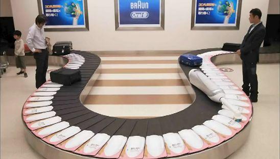ambient marketing di Oral-B  http://www.doreenscuri.it/blog/2012/03/14/oral-b-la-placca-ce-ma-non-si-vede-ambient-marketing-inside/
