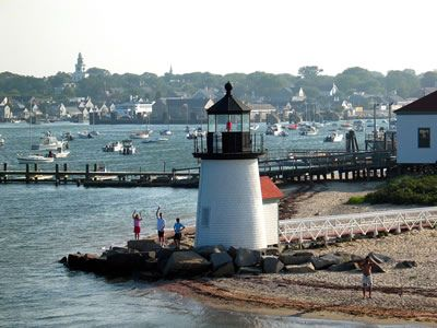 good memories of coming into the harbor on Nantucket island by boat.... *happy sigh*