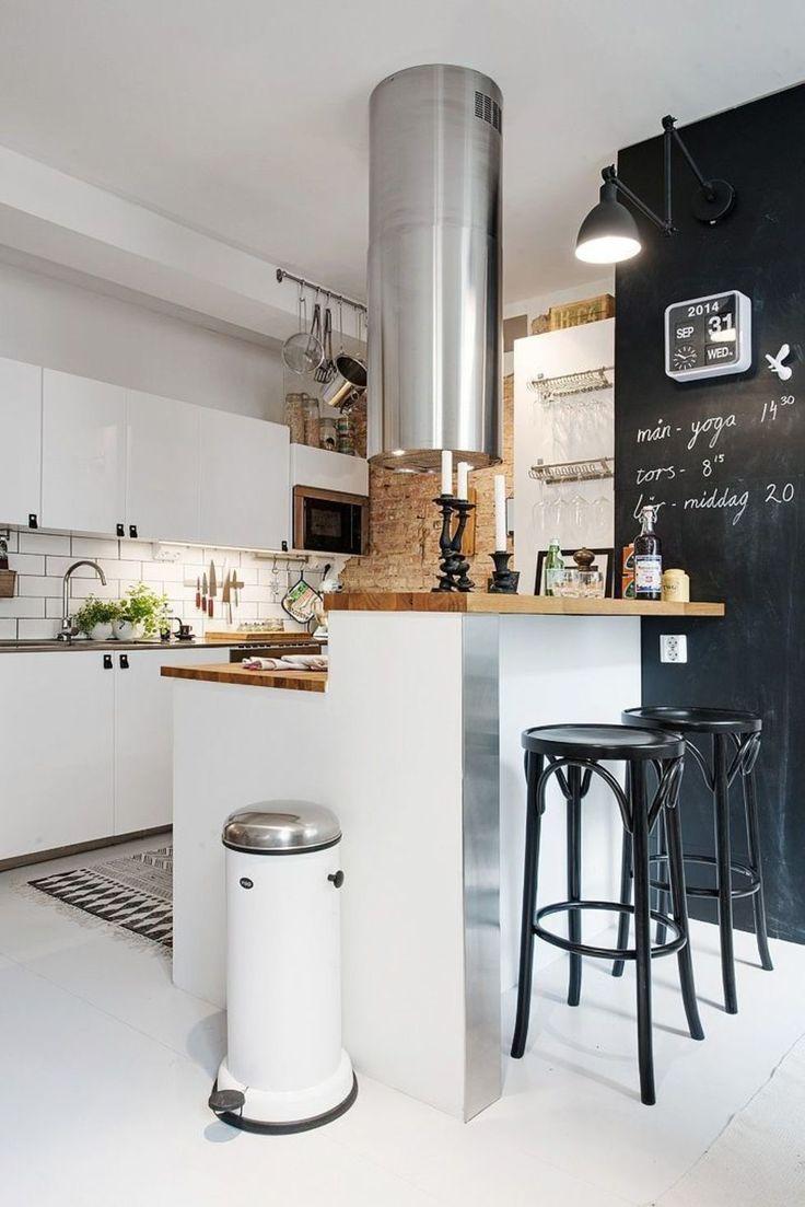 Скандинавский интерьер в 47 м² с кирпичной стеной и мраморными колоннами – Красивые квартиры