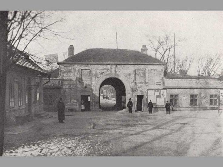 Písecká brána vnitřní a zevní průčelí 1900