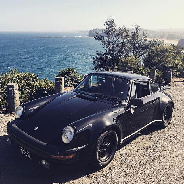 The drive home. #drivinghome #greatview #parked #onabeach #paddington_otlw #ocean #palmbeach #sunshine #bluesea #blackcar #blackonblackonblack #porsche #porsche911 #porschedesign #porscheclassic #911 #turbo #930