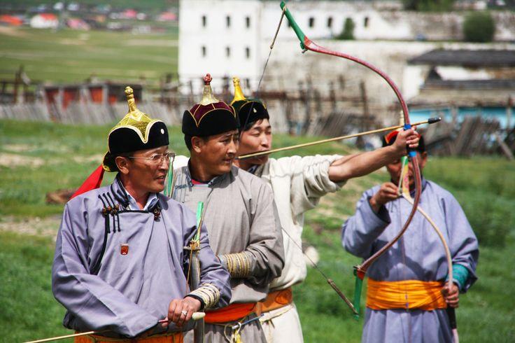 Tir à l'arc, une autre épreuve durant le Festival du Nadaam en Mongolie #festival #tradition