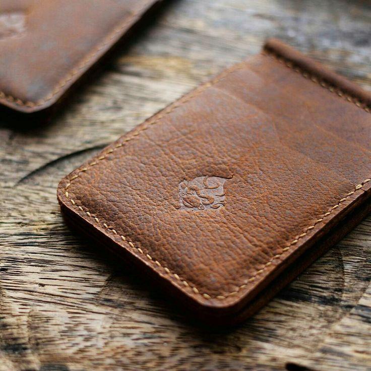 Personalized Money Clips wallet  www.hollymonkeyartcraft.com #moneyclipswallet #genuineleather #personalizedwallet #wallet #moneyclups #style #rust #vintagewallet #leatherwallet