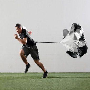 Speed Chute – Widerstands Fallschirm - Wer als Sportler bessere Sprintzeiten hinlegen will, der sollte zusätzlich zum Krafttraining beim Laufen mit Widerstand arbeiten! Die Kraft des Windes macht es möglich – verbessere deine Beschleunigung und Ausdauer mit dem Widerstands Trainings Fallschirm!