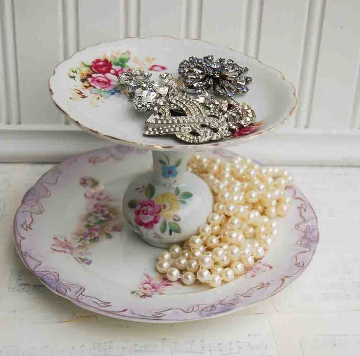crafts made with old dishes | Blackbirds & Bumblebees: DIY - Vintage China Jewelry Stand