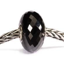 Zwarte onyx schenkt kracht, scherpt de geest, geeft natuurlijk overwicht, helpt je helderder te denken en de juiste beslissingen te nemen, en verbetert bovendien je concentratievermogen.