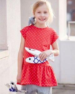 Bomuldsjersey med mini mega design  NYHED: Nyt kjole/top mønster, som er helt enkel at sy. Kan syes med eller uden skørt. Her sammen med en anden nyhed, Rasmine buks, som sagtens kan bruges til både piger og drenge.  - stof2000.dk