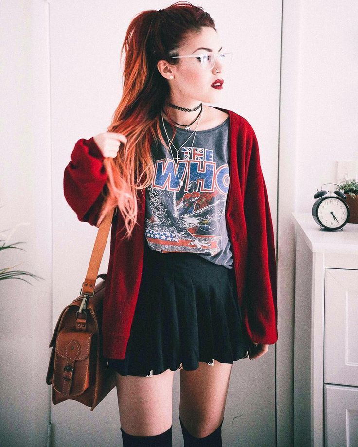 Love everything about his. oversized cardigan, vintage band tee (prefer tanks though) and skater skirt