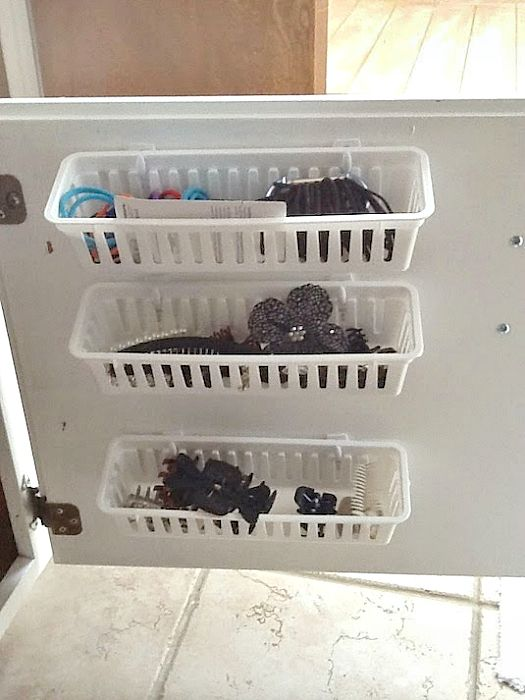 Пластиковые контейнеры для хранения мелочей.