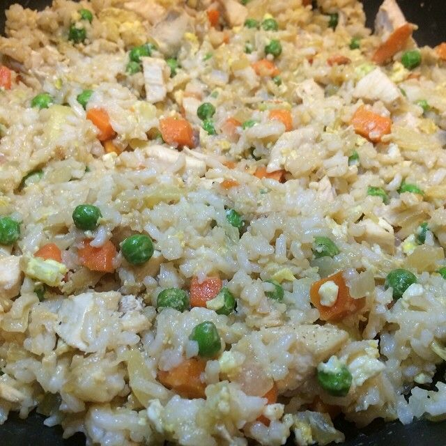 Skinny Fried Rice. 2g fat, 16g carbs, 6g protein per serving! Add chicken or fish for additional protein! #chickenfoodrecipes