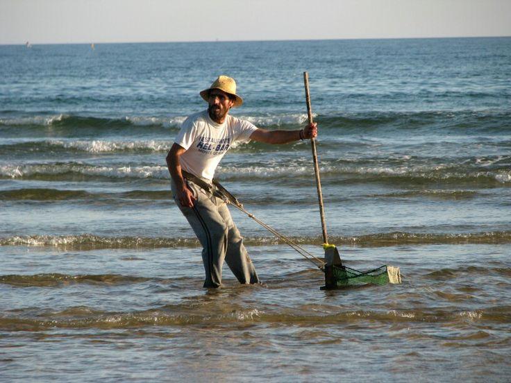 Pêcheur de coquillages près d'Altura