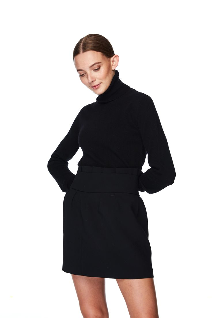 Classic turtleneck -A classic piece to every wardrobe -Pair up with skirt or trousers -100% cashmere -Handmade in Nepal -Model is wearing size small -12 gg