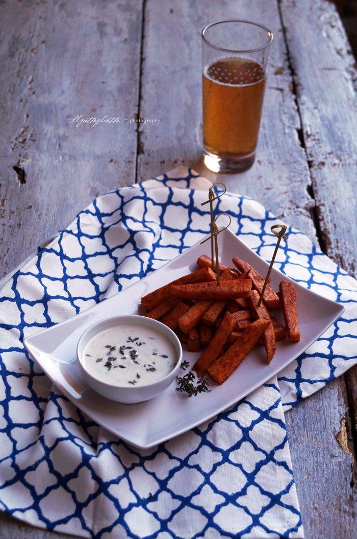 il gattoghiotto: Stick di patate dolci alla paprika (al forno) con salsa di yogurt al timo