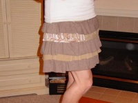 Как сшить юбку из пары трикотажных футболок / Еще одна юбка в коллекцию для вашего домашнего текстиля. Всего из пары старых мужских футболок можно сшить привлекательную ...