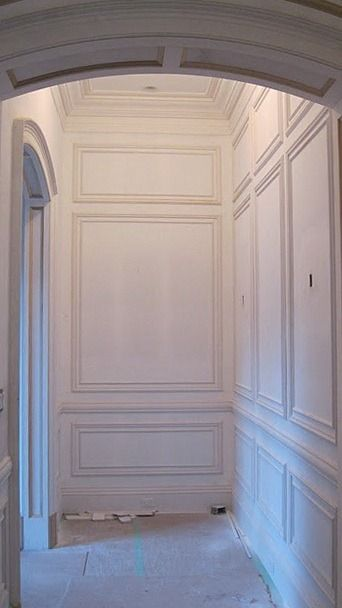 paneled walls (they're just begging for a Baroque or Impressionist painting or two)