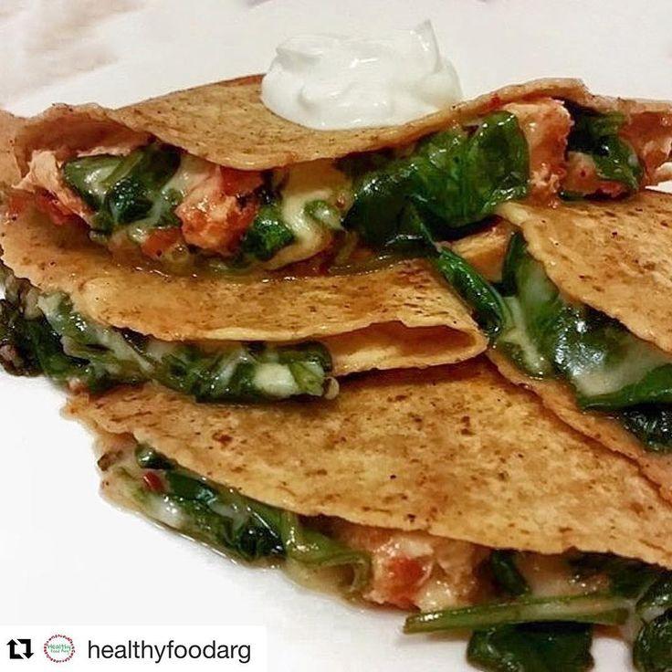 #Repost @healthyfoodarg with @repostapp ・・・ 🌟Tacos Relleno de Caprese🍂 🌟Corta tomate, queso y agrégale una hojas de albahaca 🌟Agarra la masa de los tacos y rellénala con el relleno anterior 🔥mándalo al horno y listo Enjoy💘