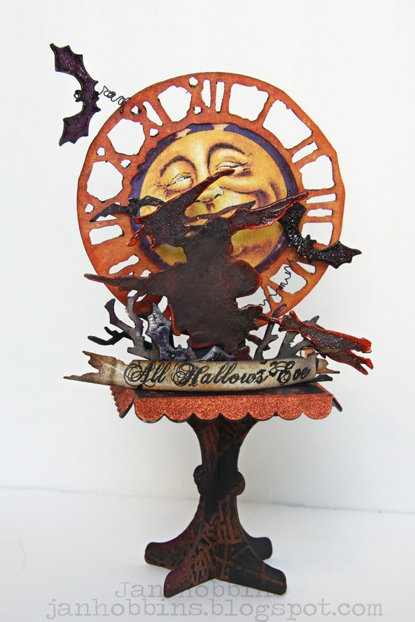 Sizzix Die Cutting Project Inspiration and Die Cutting Equipment Tips: Halloween Ornament on a StandHalloween Decorations, Die Cutting, Sizzix Die, Halloween Crafts, Tim Holtz, Paper Crafts, Halloween Ornaments, Cut Inspiration, Halloween Ideas