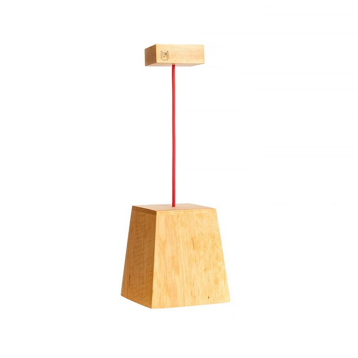 Модель: Н3 Цена: 1100 грн Н3 это увеличенная модель Н2. Деревянный абажур модели H3 создаст локальное освещение под этим светильником. Используя возможность регулировки длинны кабеля можно задать нужные параметры освещения. Также можно заказать несколько абажуров на одной платформе. Материал: дерево (ольха) Покрытие: Масло Watco Danish Oil (USA)