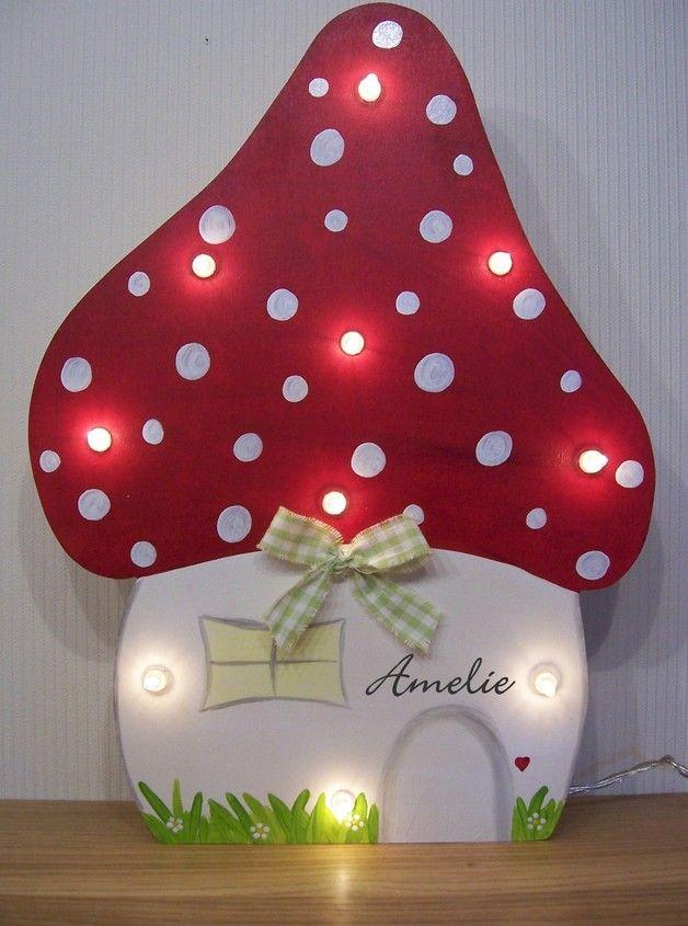 *Bezaubernde Fliegenpilz-Lampe mit Schalter und auf Wunsch mit Namen für Mädchen und Jungen!! ~Tolle Geschenkidee zur Geburt, Taufe oder Geburtstag~ Diese süße Kinderzimmer-Wandlampe...