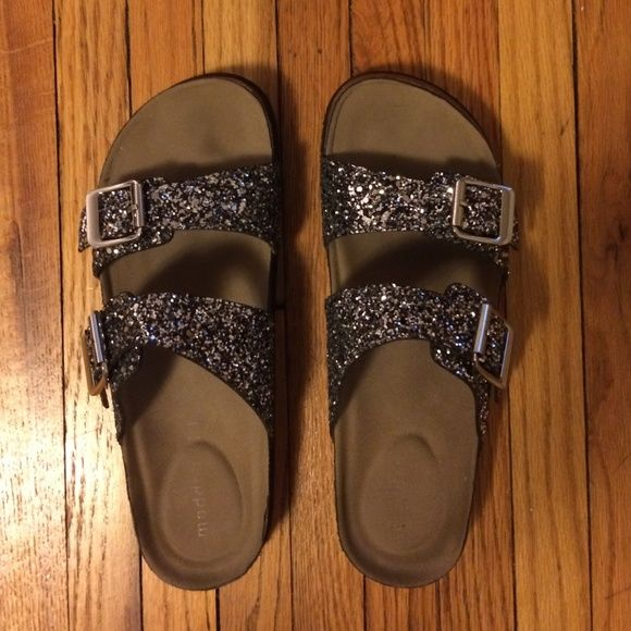 Steve Madden Glitter Birkenstocks Sandals Grey silver sparkle buckles - Birkenstock style Steve Madden's. Very lightly worn- extremely comfortable! You can wear these all day :) Steve Madden Shoes Sandals