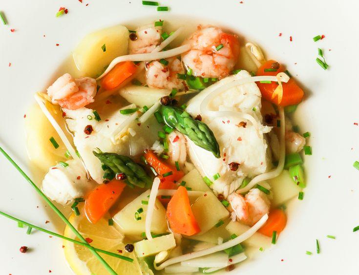Легкий суп с рыбой и креветками