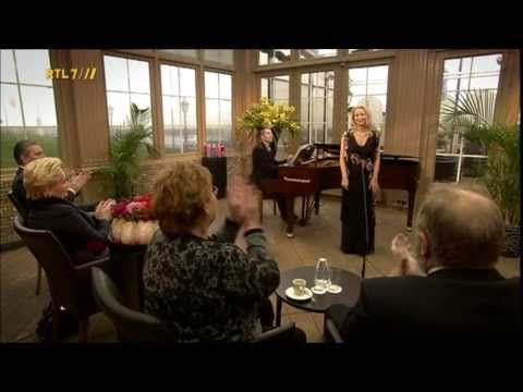 """Janine Kitzen sings the christmas song Gesù Bambino composed by Pietro Yon live on TV"""