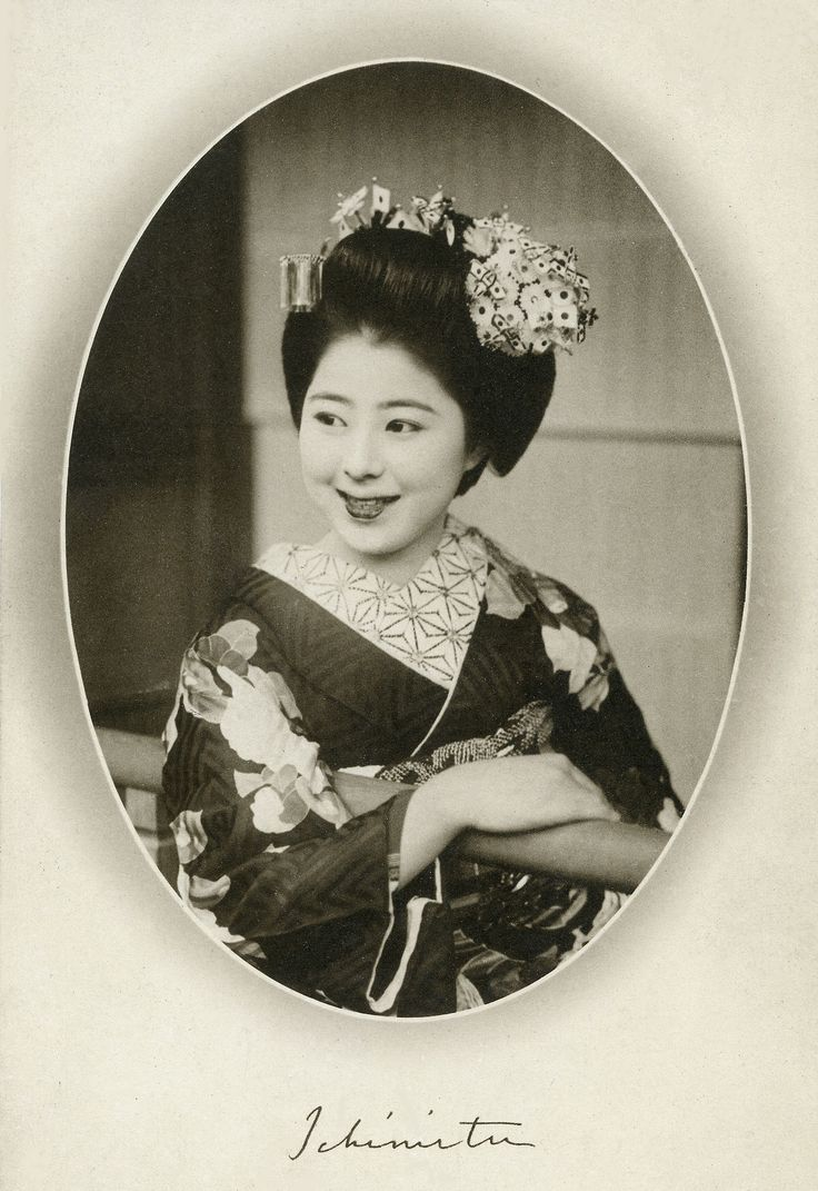 Maiko (apprentice geisha) Ichimitu (or Ichimitsu) of the Ponto-cho geisha district in Kyoto. 1939, Japan. Text and image via Blue Ruin 1 on Flickr