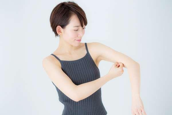 産後20㎏ヤセの快挙! 本島彩帆里スタイルに学ぶ「もんでヤセない身体はない」二の腕編