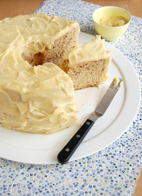 Maple pecan chiffon cake with brown butter icing / Bolo chiffon de pecã e xarope de bordo com cobertura de manteiga queimada